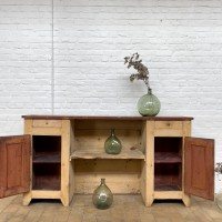 Wooden cabinet with 2 doors and 2 drawers