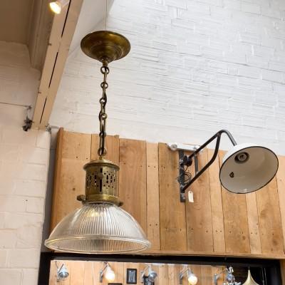 Suspension Holophane bronze et verre des années 20