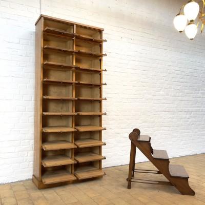 Ancien meuble de notaire en chêne des années 30