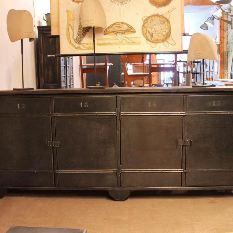 mobilier industriel enfilade industrielle 4 portes. Black Bedroom Furniture Sets. Home Design Ideas
