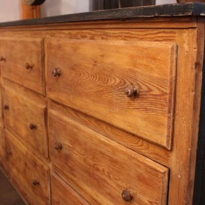 Ancien meuble de mercerie en bois