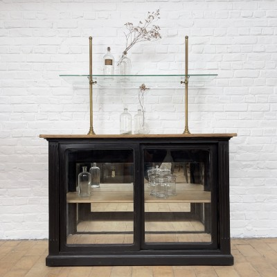 Shop window in wood, brass and glass 1930