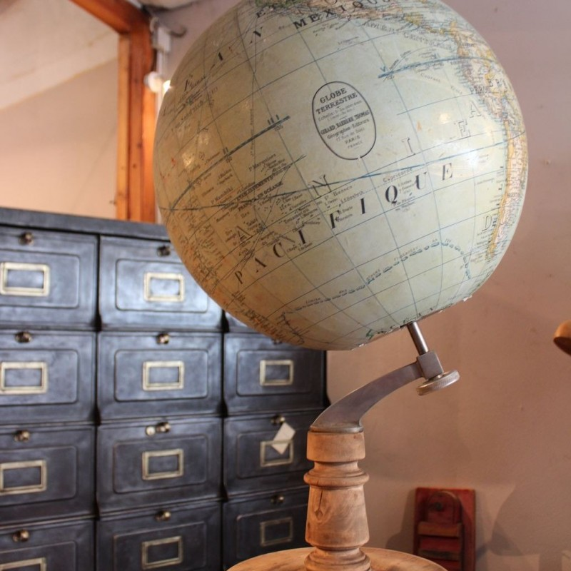 mobilier industriel ancien globe terrestre 1930. Black Bedroom Furniture Sets. Home Design Ideas
