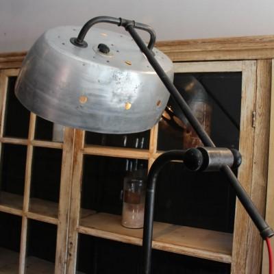 Ancienne lampe de garagiste