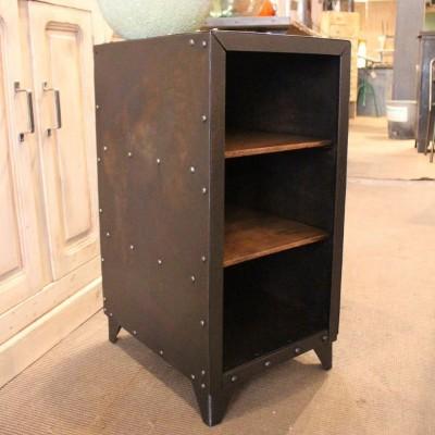 Petit meuble d'atelier en métal
