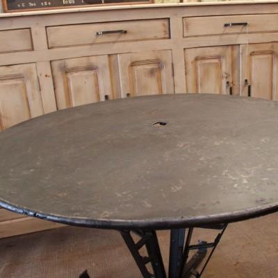 Table ronde en métal pied Eiffel