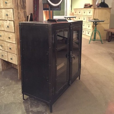 mobilier industriel ancienne vitrine industrielle 1930. Black Bedroom Furniture Sets. Home Design Ideas