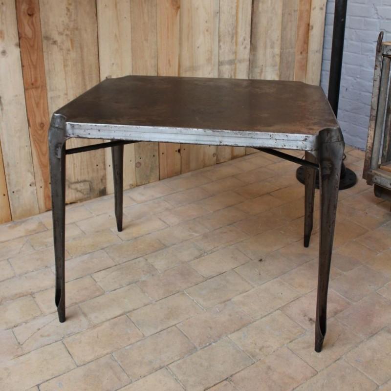 mobilier industriel table en m tal multipl 39 s 1950. Black Bedroom Furniture Sets. Home Design Ideas