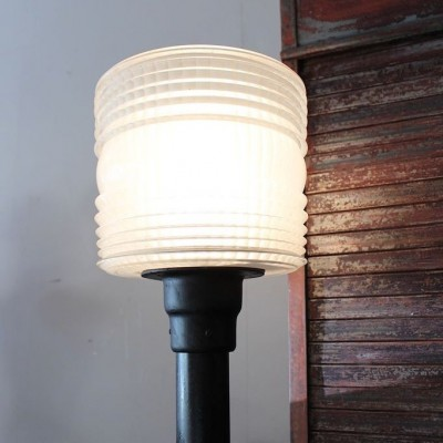 Ancien lampadaire Holophane