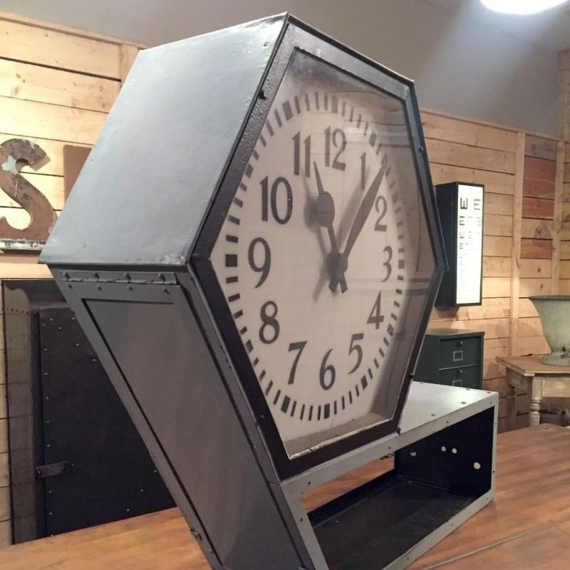 mobilier industriel ancienne horloge de gare double faces. Black Bedroom Furniture Sets. Home Design Ideas