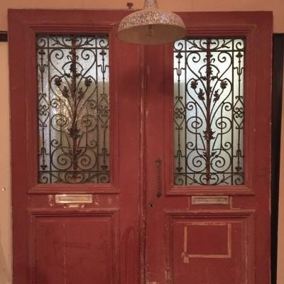 Former door with 2 doors