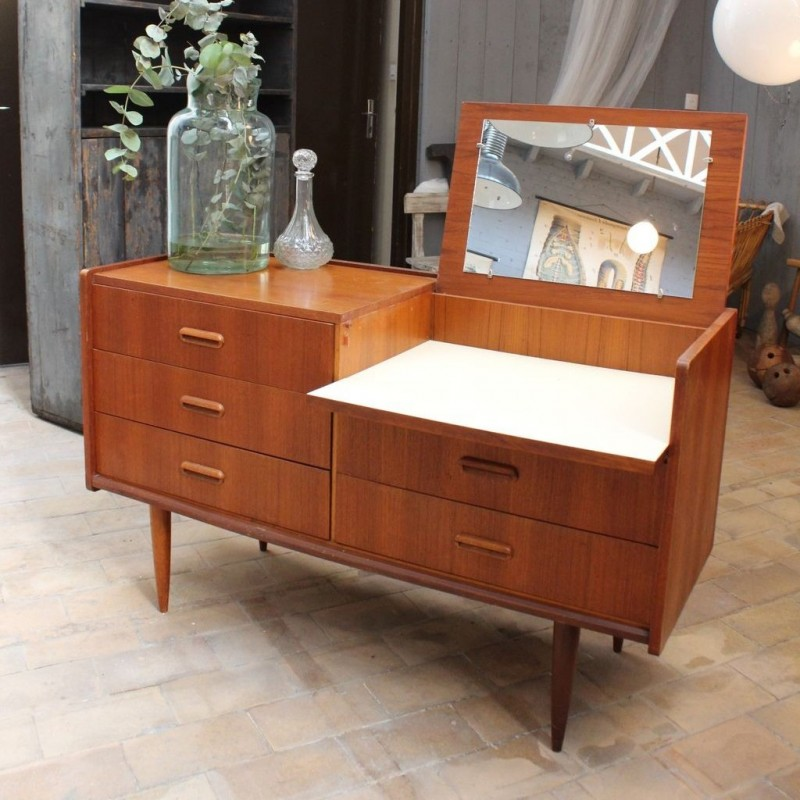 dating chest of drawers