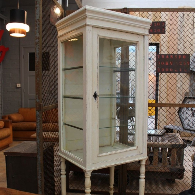 mobilier industriel ancienne vitrine de commerce en bois. Black Bedroom Furniture Sets. Home Design Ideas
