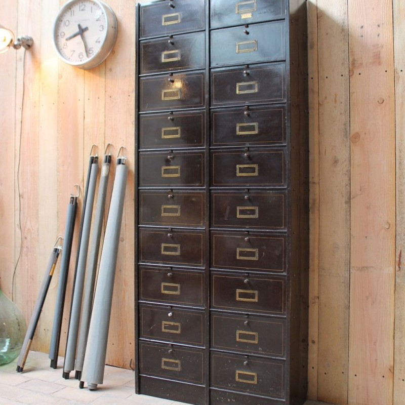 mobilier industriel ancien meuble clapets ron o. Black Bedroom Furniture Sets. Home Design Ideas