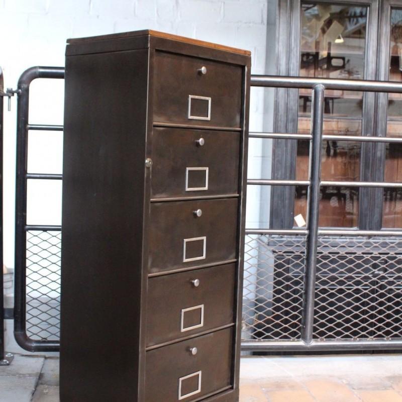 mobilier industriel meuble industriel clapets 1960. Black Bedroom Furniture Sets. Home Design Ideas