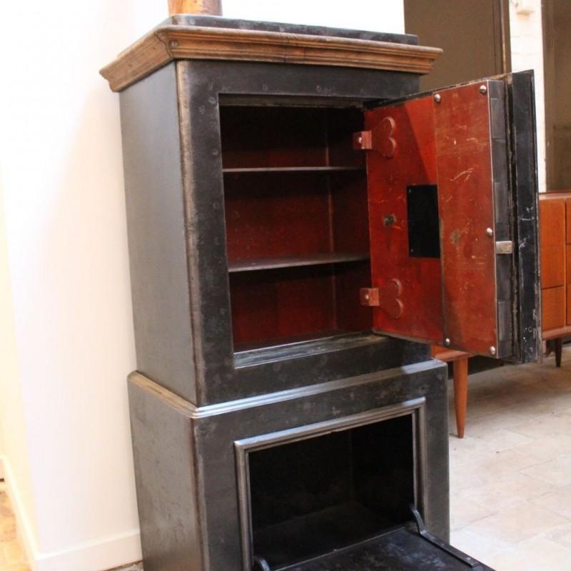 mobilier industriel ancien coffre fort 1930. Black Bedroom Furniture Sets. Home Design Ideas