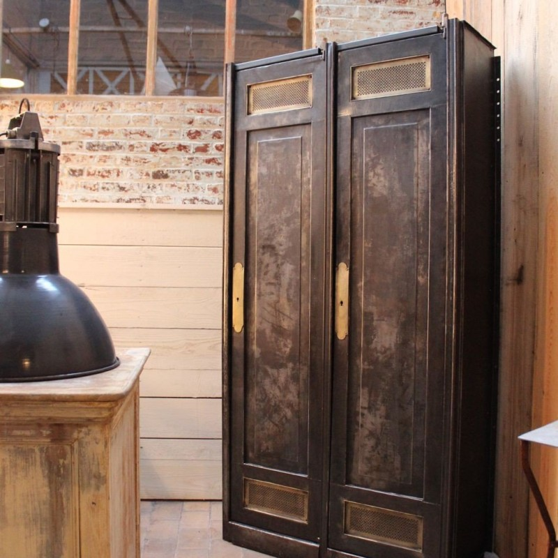 mobilier industriel ancienne armoire industrielle en m tal. Black Bedroom Furniture Sets. Home Design Ideas