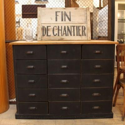 Workshop furniture in painted wood.