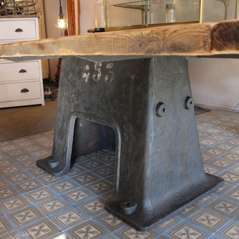 Mobilier industriel table industrielle pied en fonte for Meuble industriel table