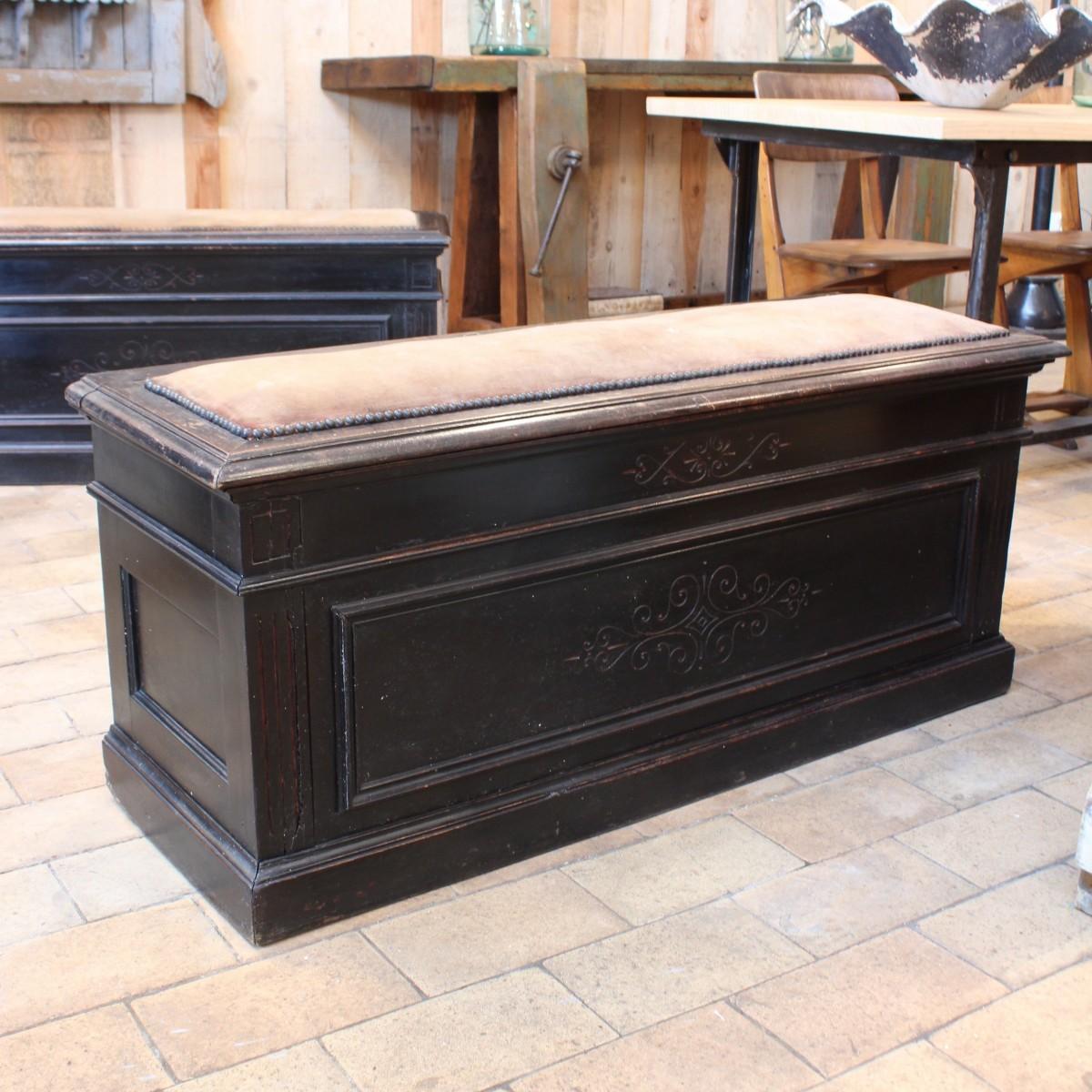 paire de coffres en bois napol on iii. Black Bedroom Furniture Sets. Home Design Ideas