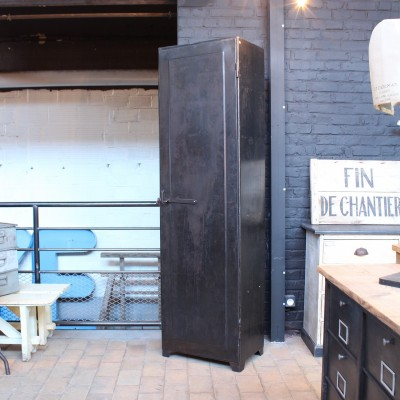 Ancienne armoire industrielle