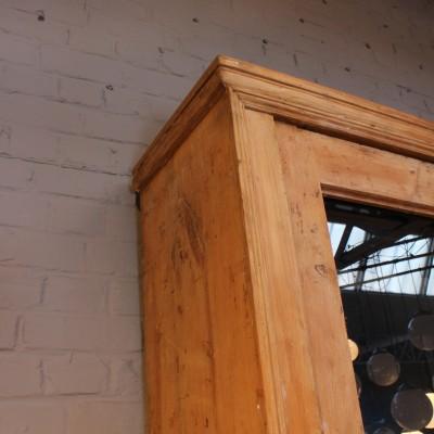Ancienne bibliothèque en bois