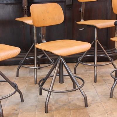 Anciennes chaises d'atelier