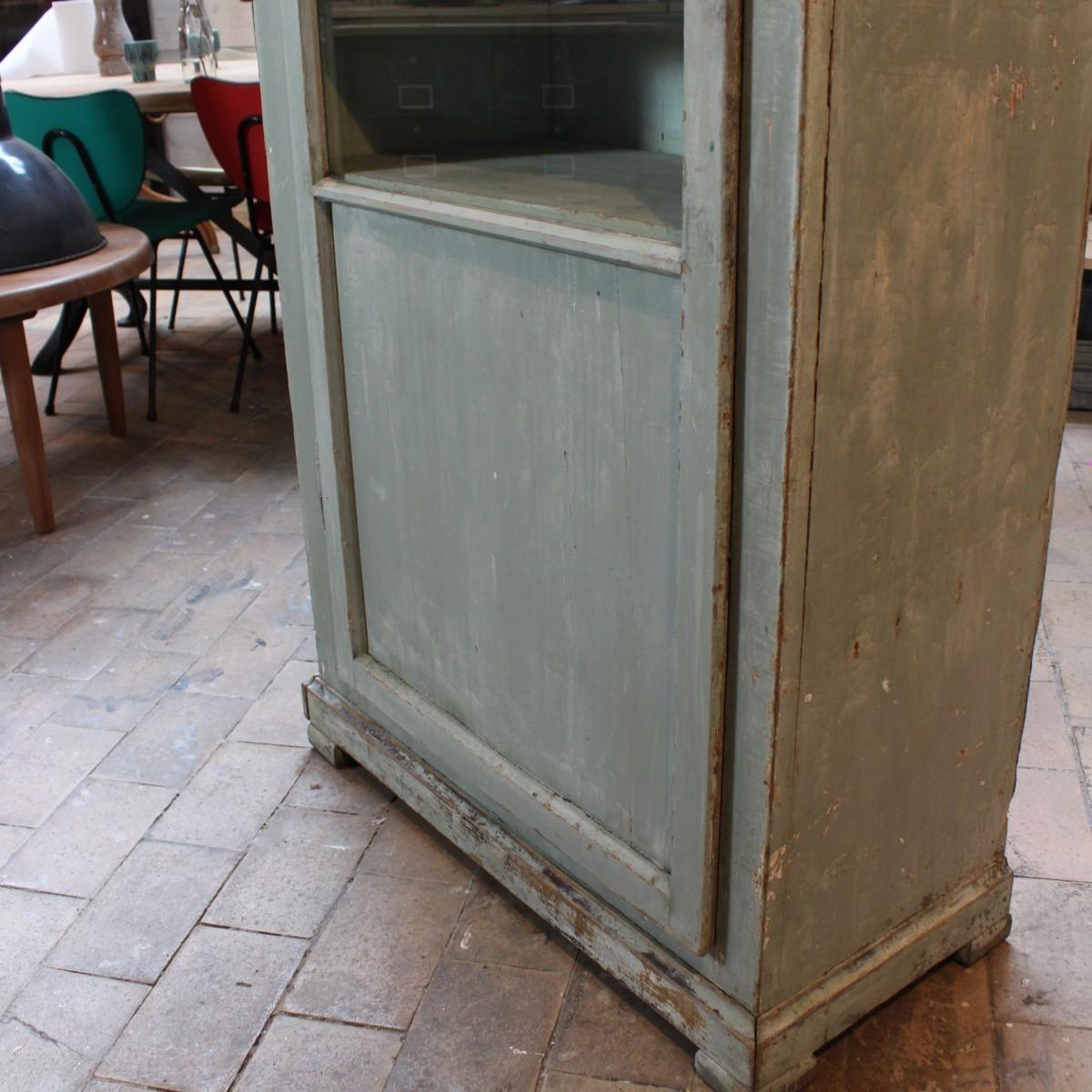 ancienne vitrine en bois. Black Bedroom Furniture Sets. Home Design Ideas
