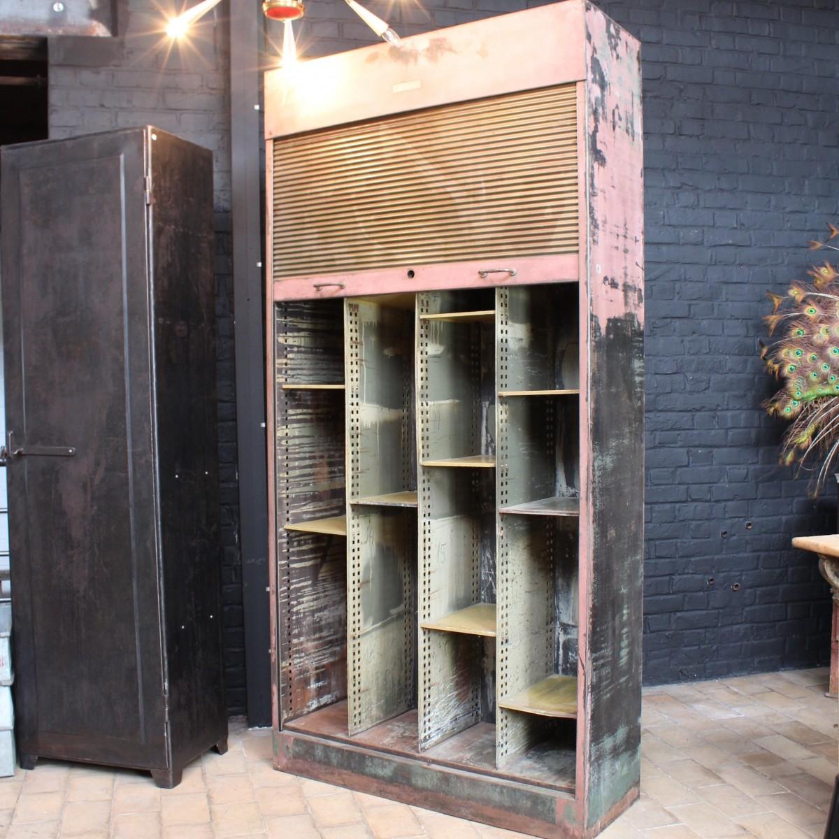 rideau industriel affordable rideau style industriel des rideaux aux grandes rayures blanches. Black Bedroom Furniture Sets. Home Design Ideas