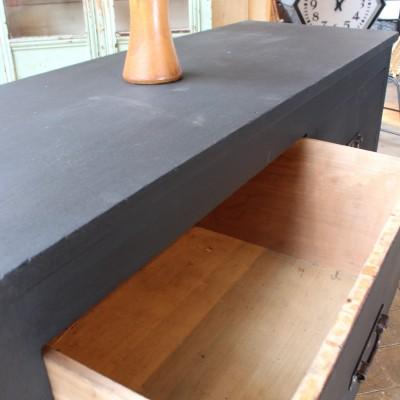 Ancien meuble à tiroirs