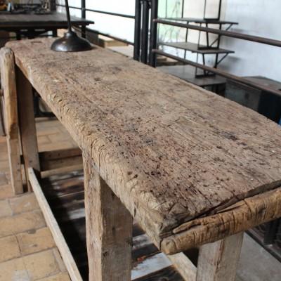 Ancien établi en bois