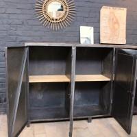 Ancien meuble d'atelier en métal