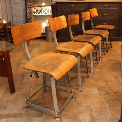 """1 à 12 chaises d'atelier """"Biènaise"""" 1950."""