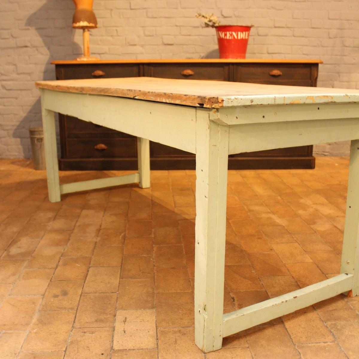 ancienne table d 39 atelier en bois. Black Bedroom Furniture Sets. Home Design Ideas