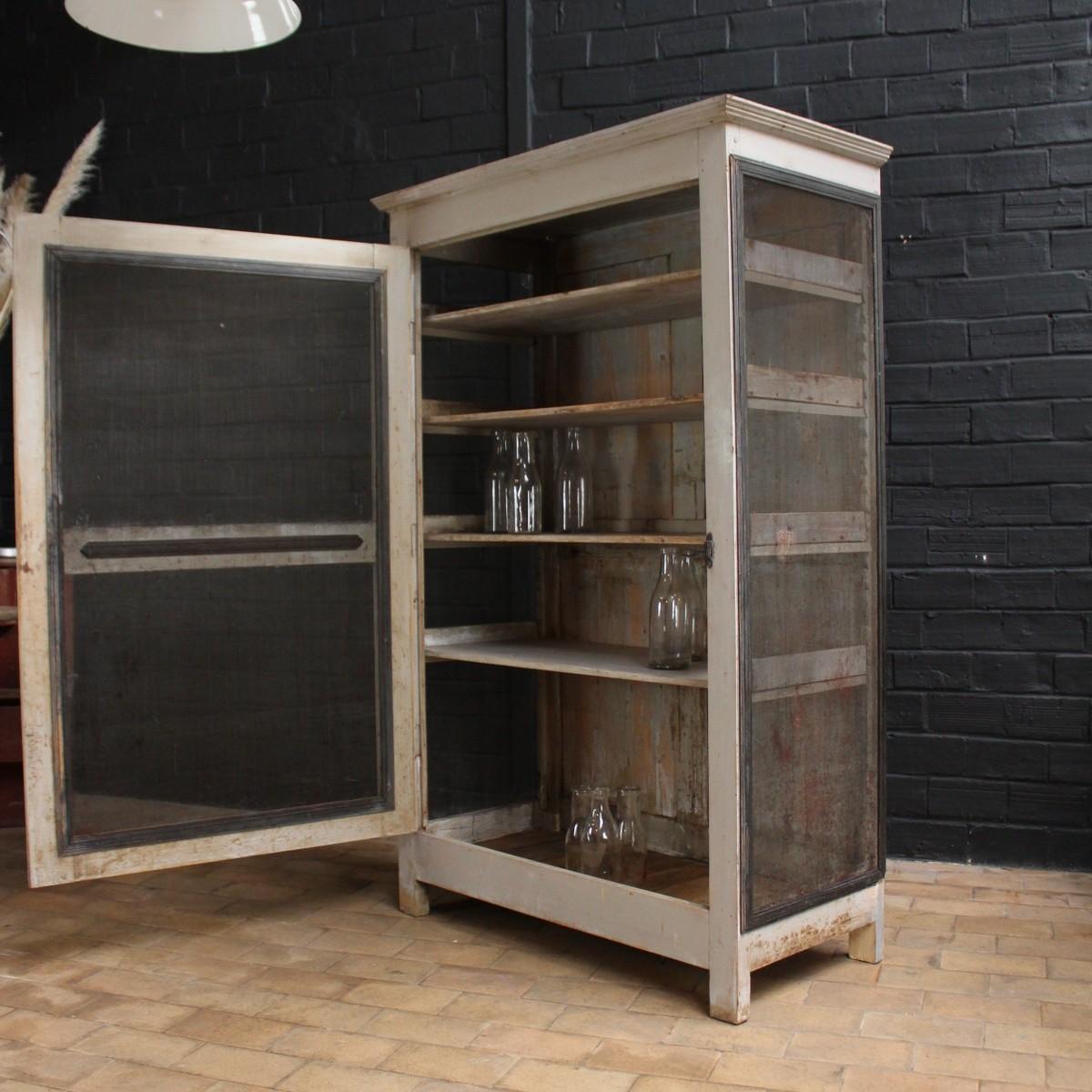 ancien garde manger en bois. Black Bedroom Furniture Sets. Home Design Ideas