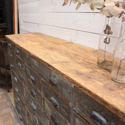 Ancien meuble de metier en bois