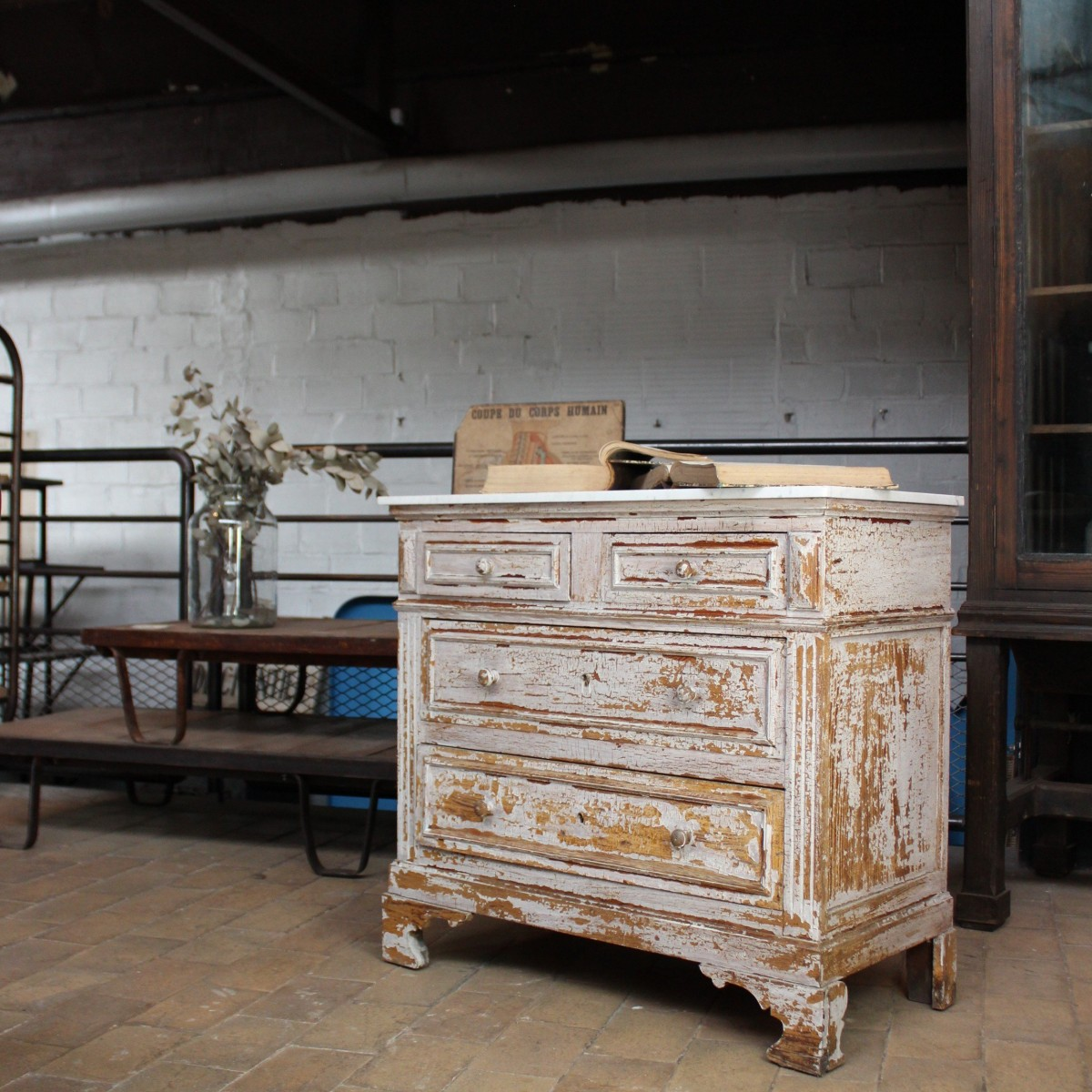 ancienne commode en bois. Black Bedroom Furniture Sets. Home Design Ideas