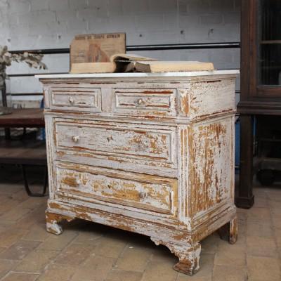 Ancienne commode en bois