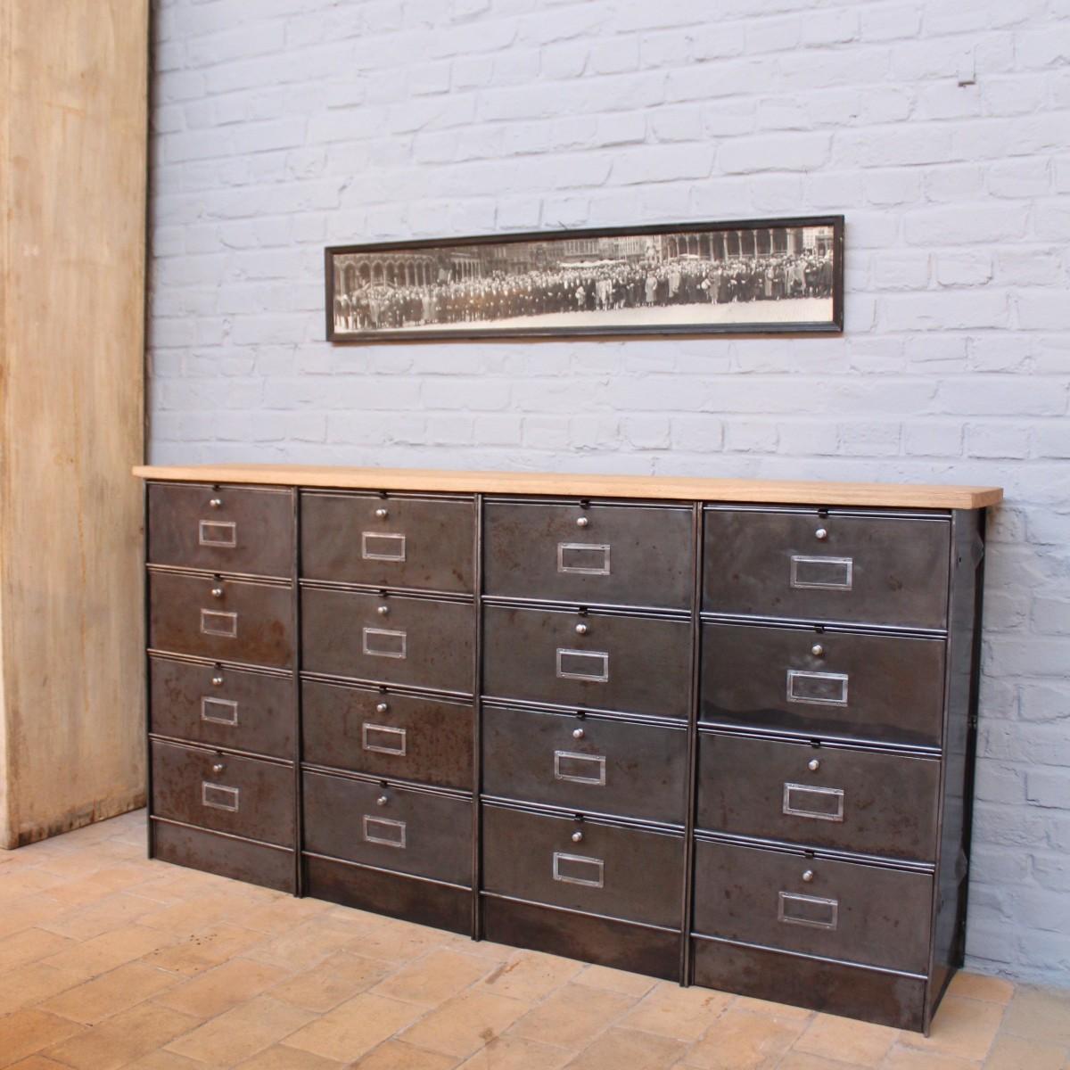 ancien meuble industriel clapets. Black Bedroom Furniture Sets. Home Design Ideas