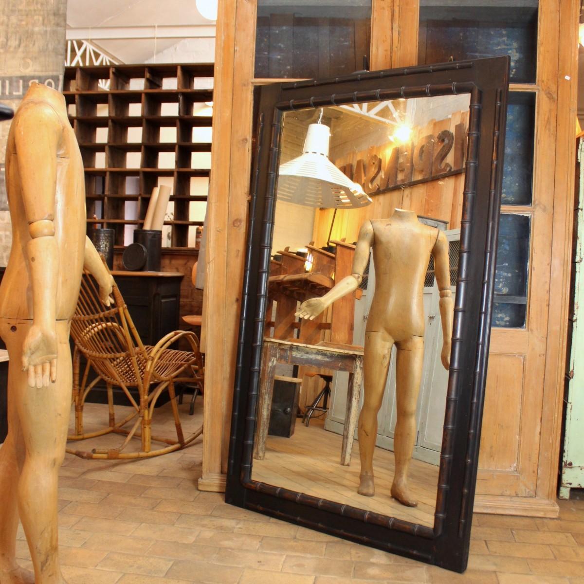 Grand miroir de magasin