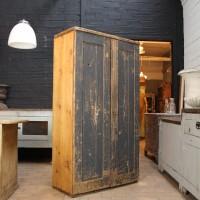 Ancienne armoire d'atelier