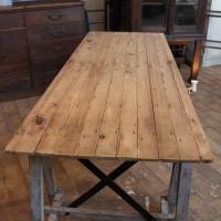 Ancienne table d'atelier en bois