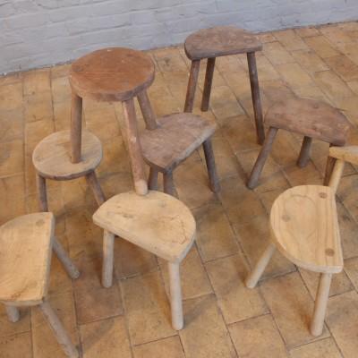 10 Anciens tabourets de traite tripode atelier