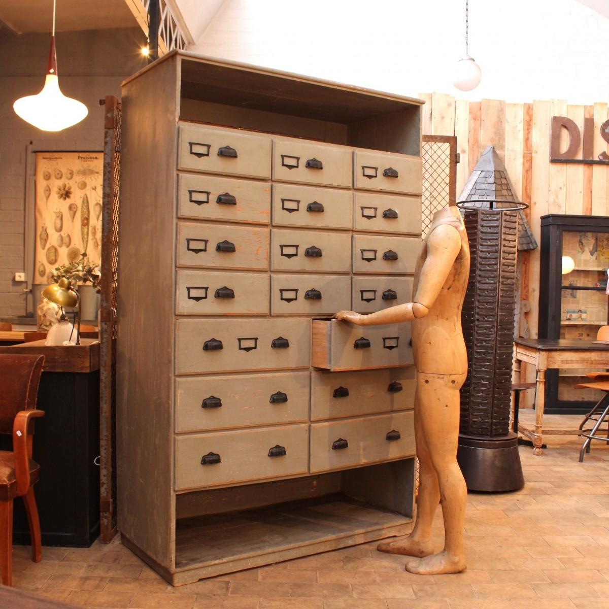 ancien meuble de quincaillerie en bois. Black Bedroom Furniture Sets. Home Design Ideas