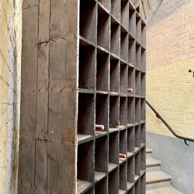 Ancien meuble à casiers d'usine