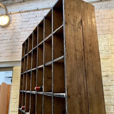 Ancien meuble d'usine à casiers