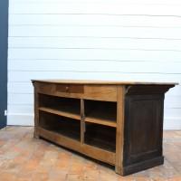 Ancien comptoir de commerce en bois noir