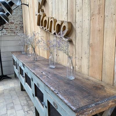 Ancien établi d'usine en bois