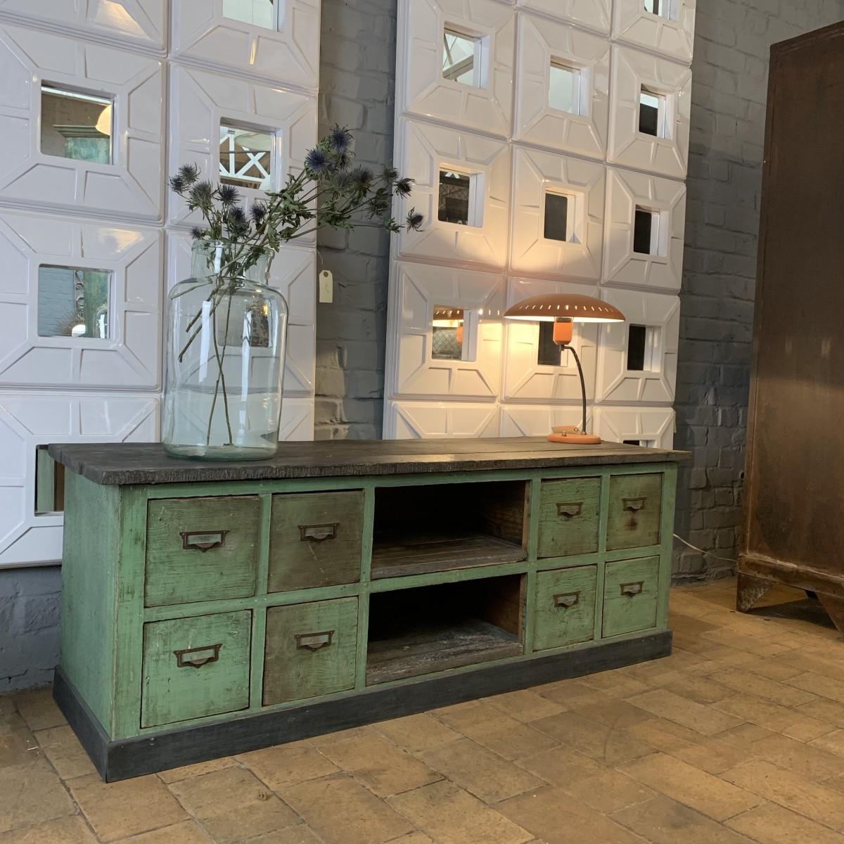 meuble de m tier bas en bois. Black Bedroom Furniture Sets. Home Design Ideas