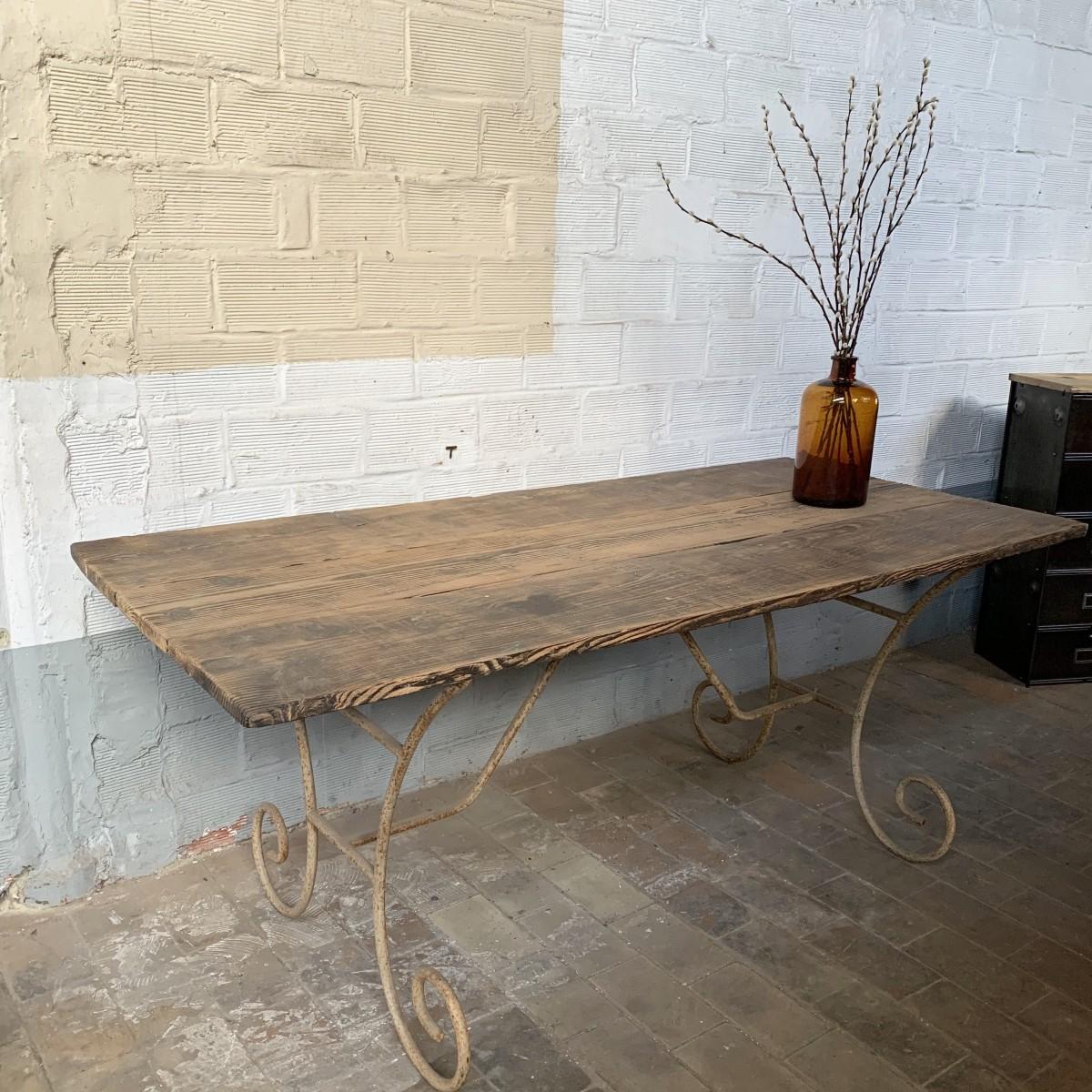 TABLE ANCIENNE PLATEAU BOIS ET PIEDS EN FER BATTU